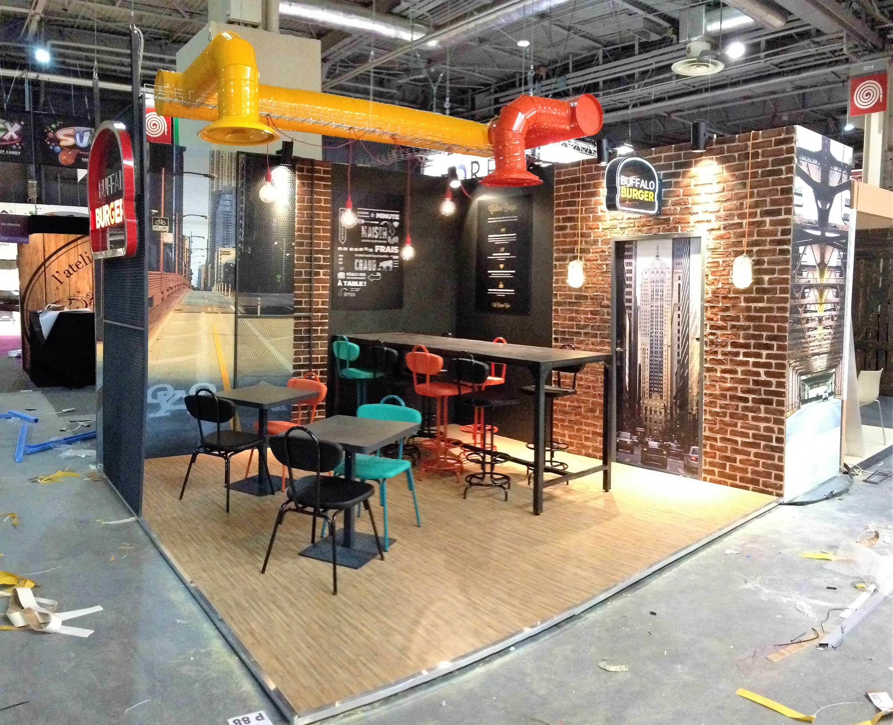 Installation du stand Buffalo Burger, salon de la franchise 2014, Paris
